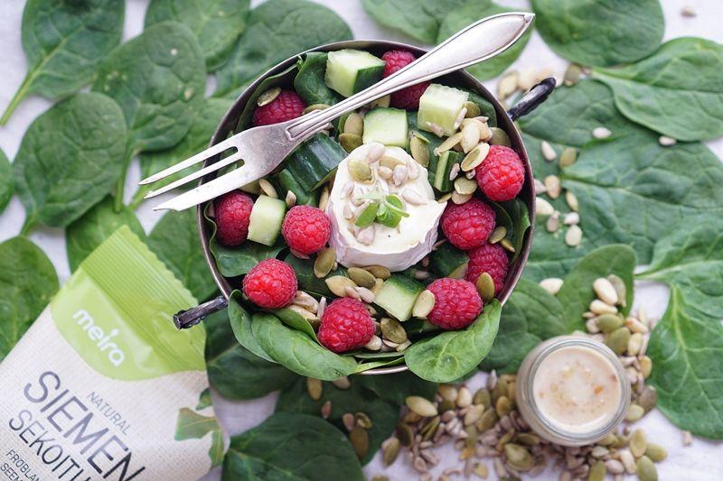 Pinaatti-vadelmasalaattia ja pähkinävinaigretteä sekä ARVONTA   Spinach raspberry salad with nut vinaigrette