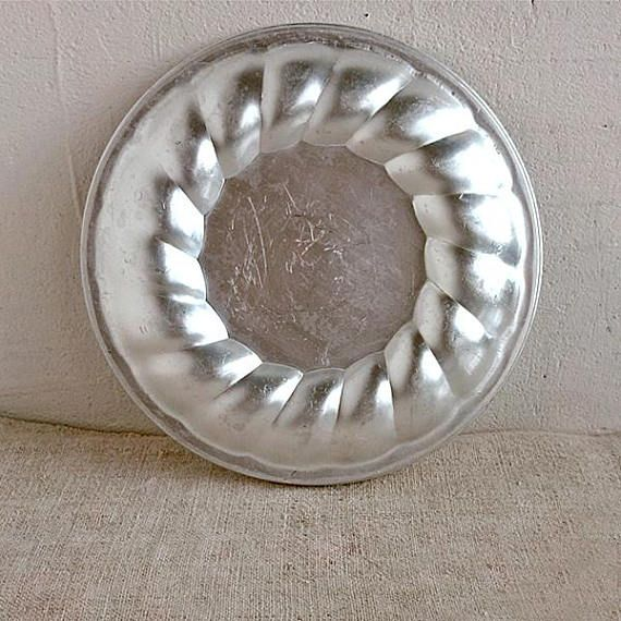 Aluminum dish Vintage metal circle bowl Old cake mold pastry & Aluminum dish Vintage metal circle bowl Old cake mold pastry | Home ...
