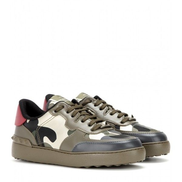 Valentino Rockstud Leather Sneakers (11.240 ARS) ❤ liked on Polyvore featuring shoes, sneakers, no, camo sneakers, leather trainers, camo footwear, leather shoes and leather sneakers