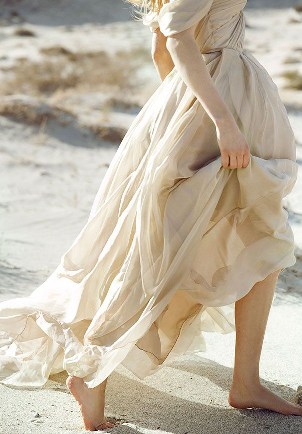 Bridal gown inspiration | Lost In Dunes | Pinterest | Barfuß ...