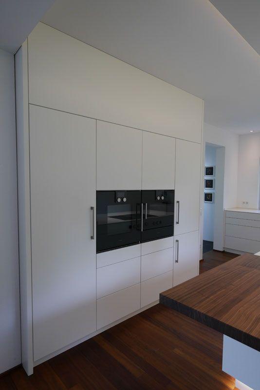 Moderne Küche Mit Kücheninsel   Deckensegel Und Kücheninsel Mit Indirekter  Beleuchtung   Arbeitsplatte In Mineralwerkstoff Weiß
