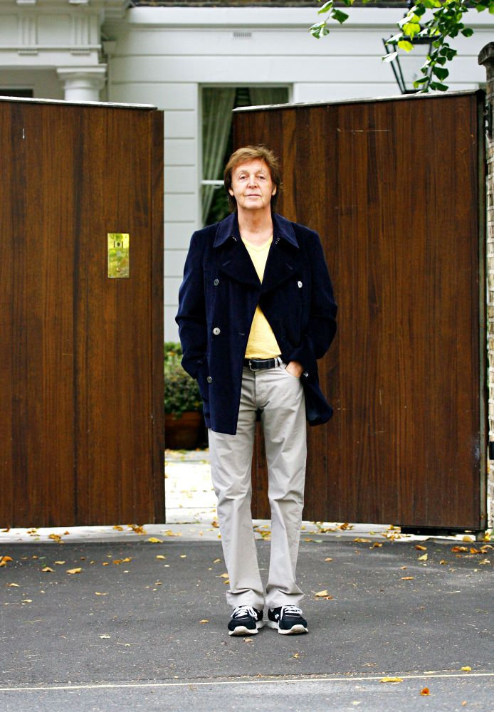 Paul McCartney poses for some photos outside his house  Read more: http://www.aceshowbiz.com/events/Paul%20McCartney/wenn2567678.html#ixzz3ZtFFGnT2