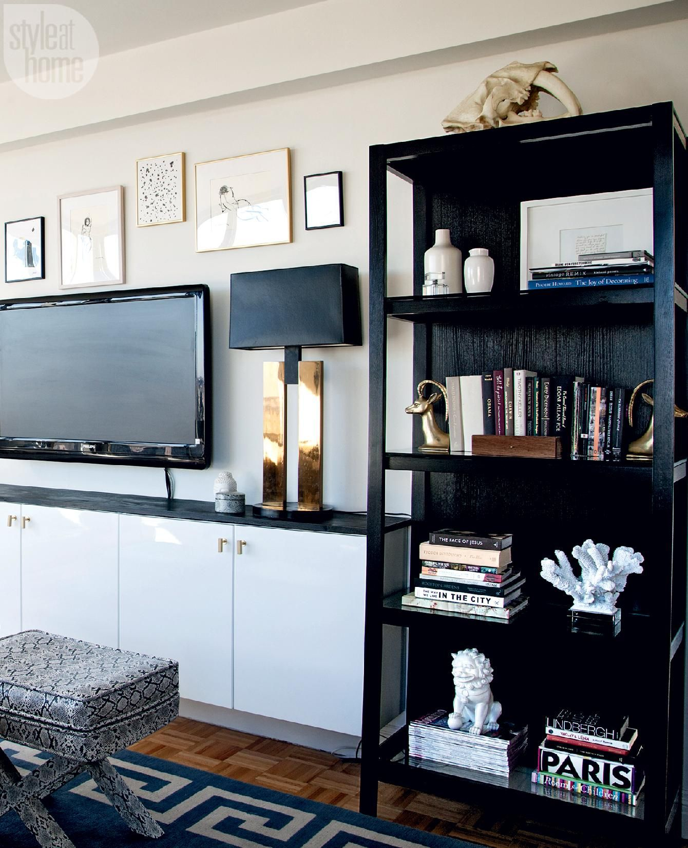 Small Nyc Apartment Living Room Ideas: A New York City Apartment Breaks The Mould With Daring And