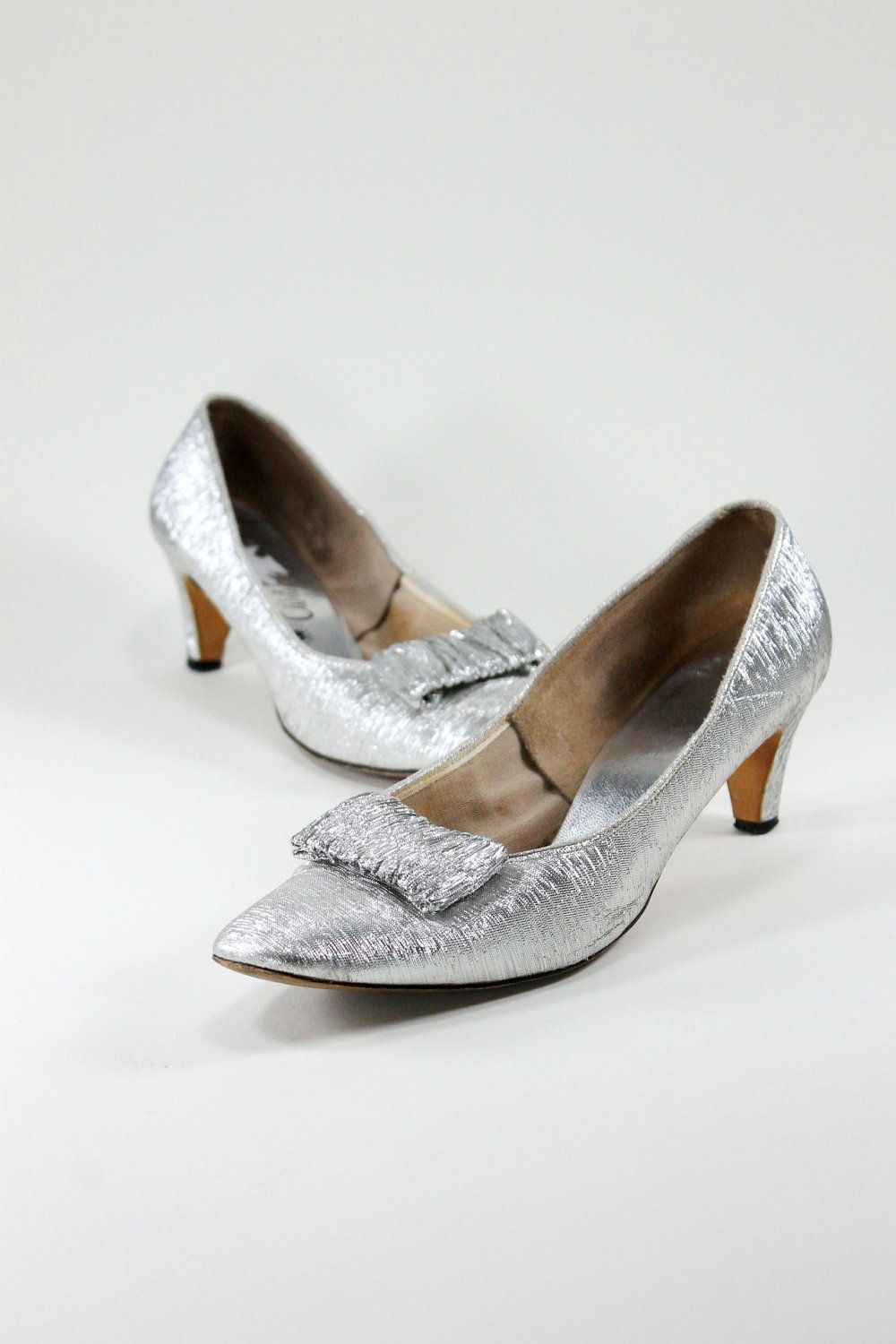 08c5e37ebe7 Holiday Sale - 1960s Silver Metallic Kitten Heels Pumps. Mad Men Fashion.  Holiday Party. New Years Eve. US Size 9
