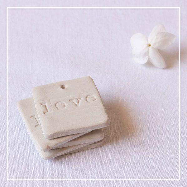 Médaillons carrés en argile «LOVE» • Lot de 10