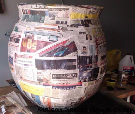 Chaudron géant en papier mâché