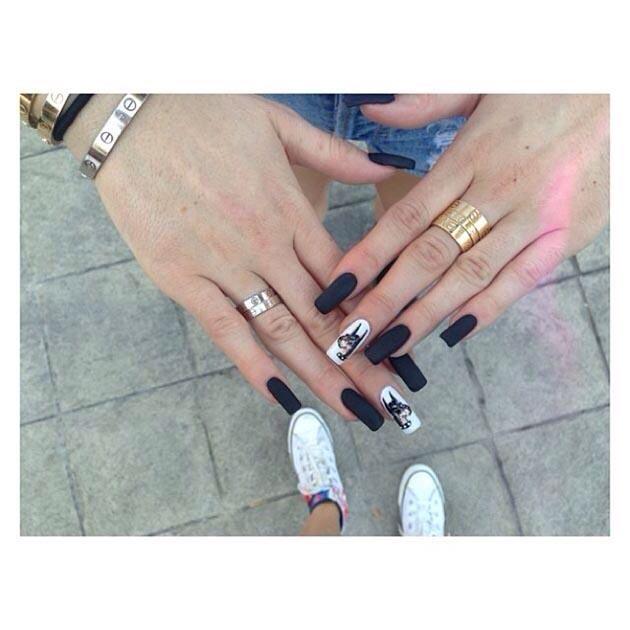 Kylie Jenner acrylic nails