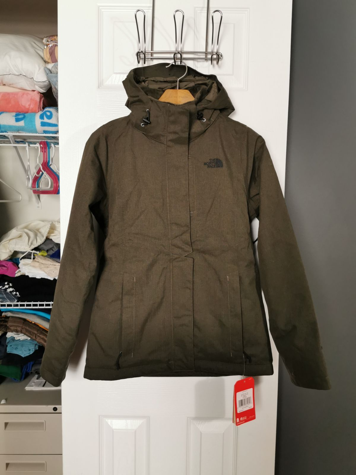 Brand New With Tags Super Warm And Thick Winter Jacket Outside Is Waterproof And The Inside Is Lined In A S North Face Jacket Womens Jackets North Face Women [ 1600 x 1200 Pixel ]