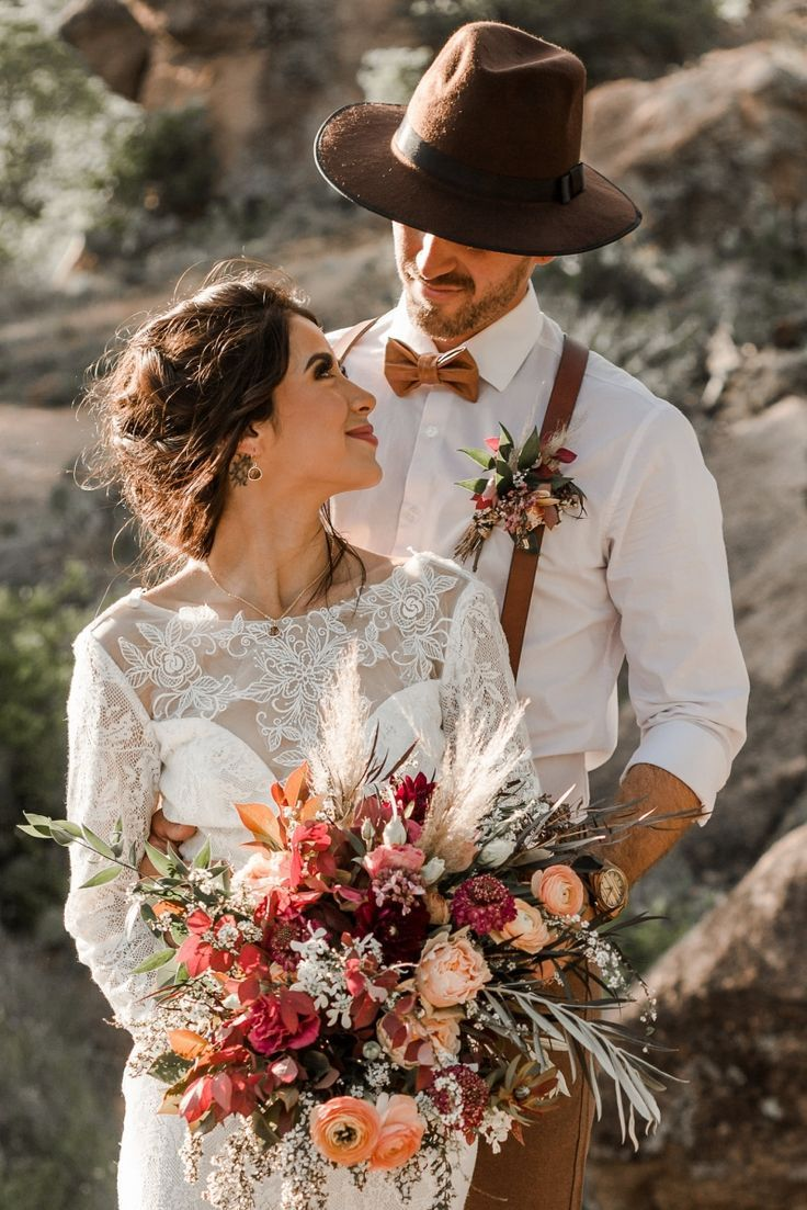 Gorgeously Detailed Styled Elopement at Enchanted Rock, TX | Kayhla & Blake | Wandering Weddings #weddingfall