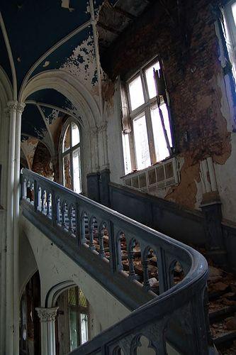Chateau de Noisy Main Stairway