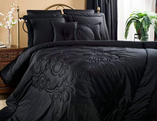 Medallion Black Grand Suite Bedding Set If Luxury And Comfort Is What You Are Looking For Then Medallion Black B Black Comforter Black Bedding Comforter Sets