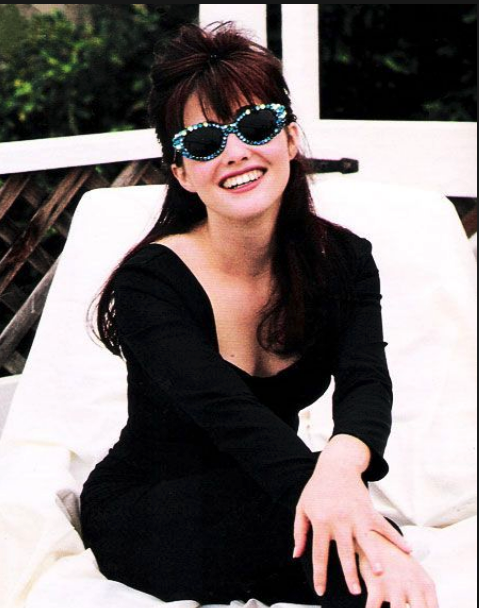 Shannon Doherty Actress Wearing Her Mercura Nyc Blue Crystal Sunglasses 1991 90210 Fashion Shannen Doherty Clueless Outfits