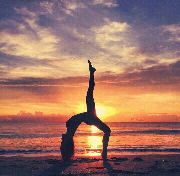Yoga-Posen für Anfänger 👉 Holen Sie sich Ihre KOSTENLOSEN Yoga-Video-Posen auf LiaYoga.com