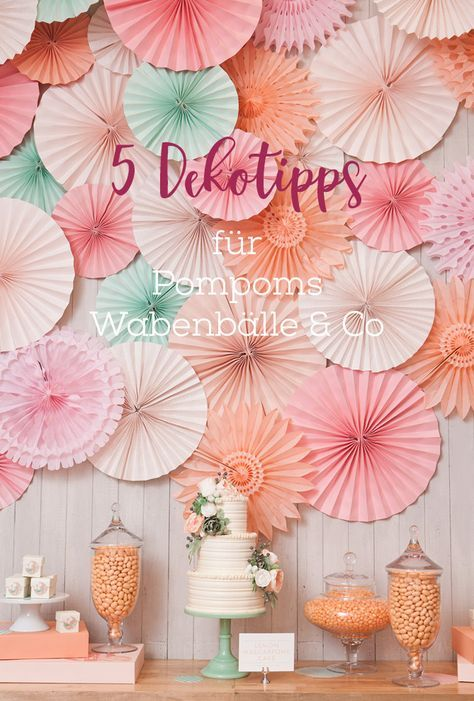5 tipps zum dekorieren mit pompoms wabenb llen faltrosetten co fr ulein k sagt ja. Black Bedroom Furniture Sets. Home Design Ideas