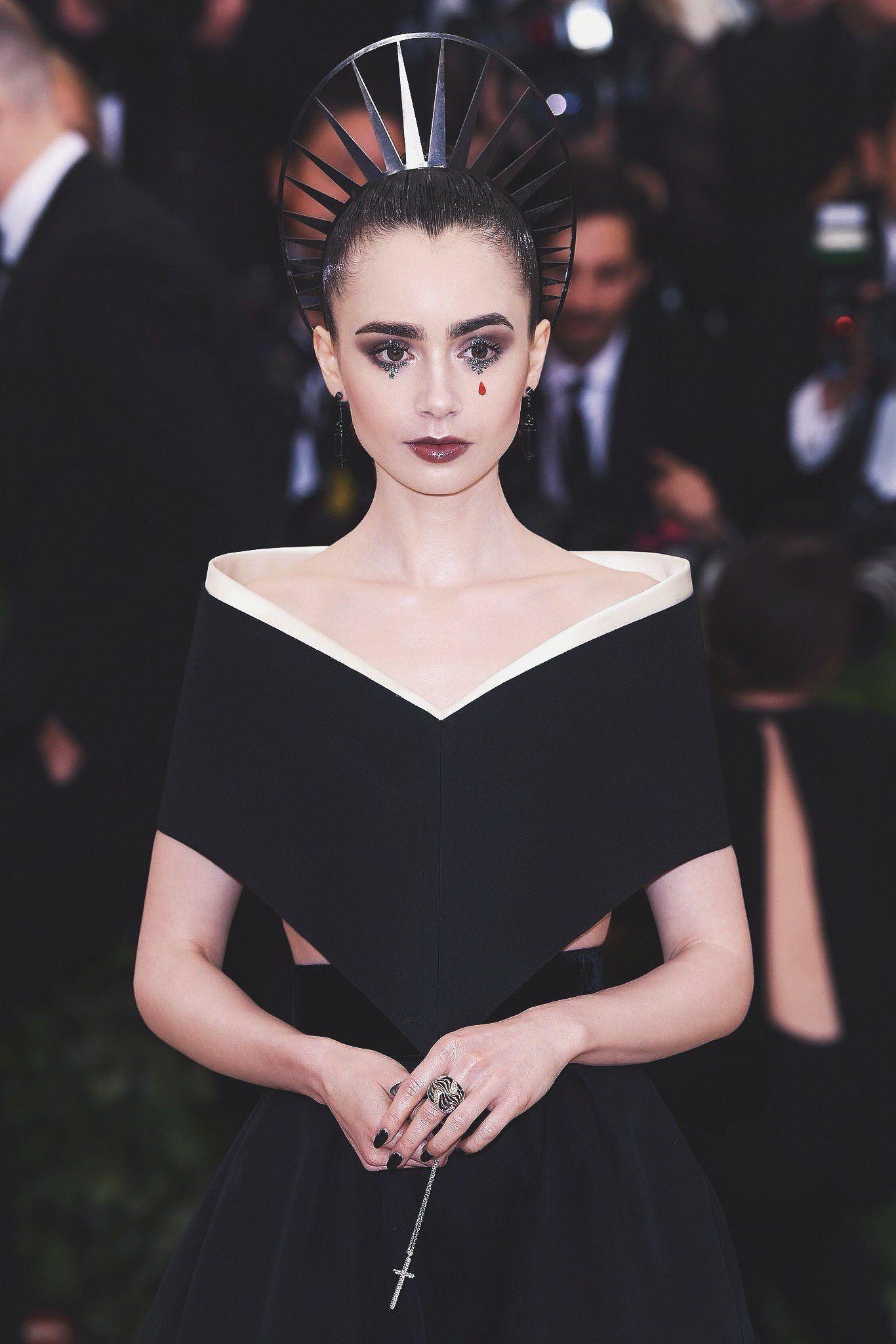 Lily collins met gala 2019