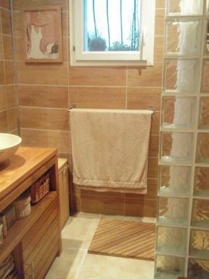 Ma salle de bains zen et chaleureuse - L\'espace a été optimisé ...