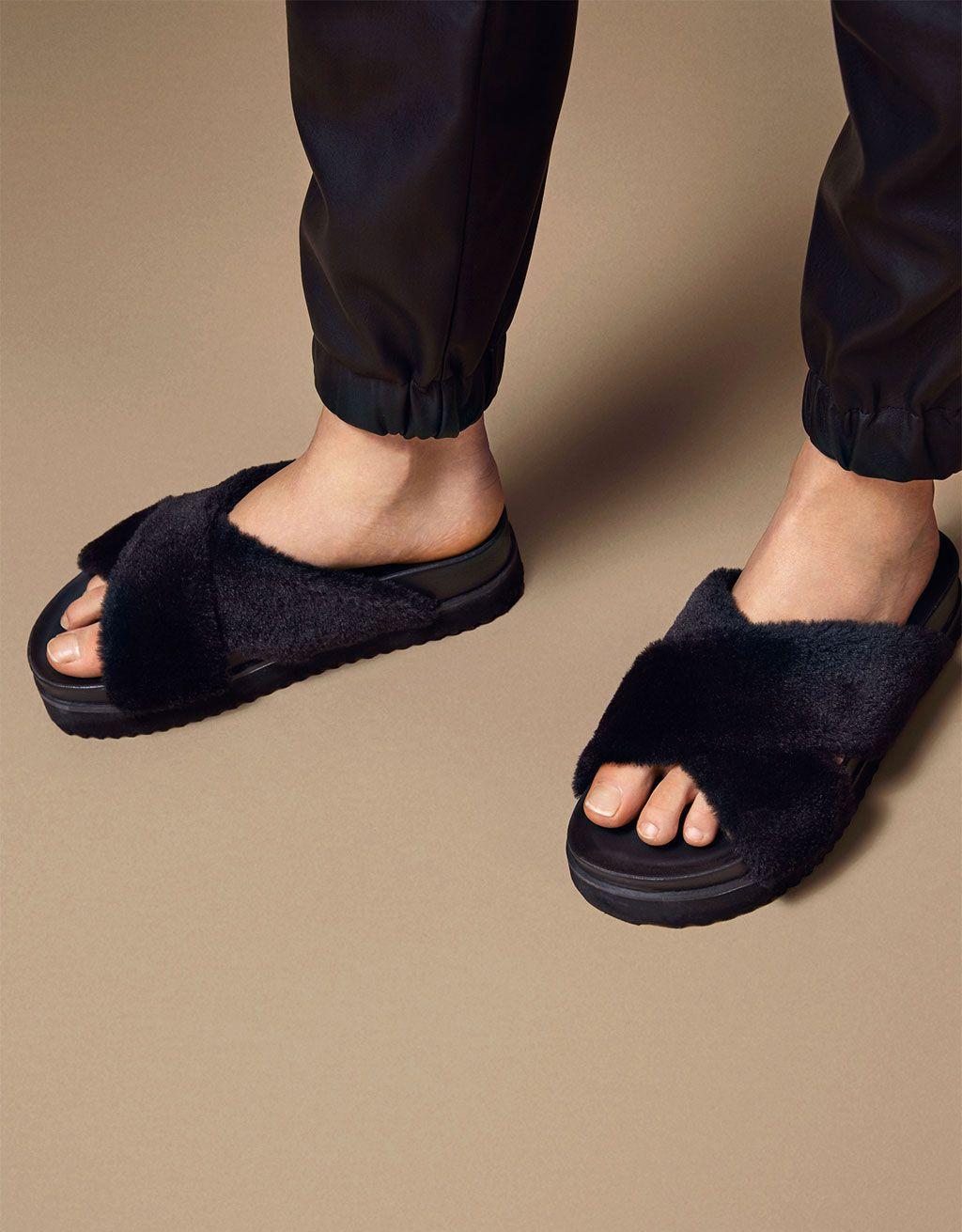 sandales plates fourrure sur l'empeigne - nouveautés - bershka