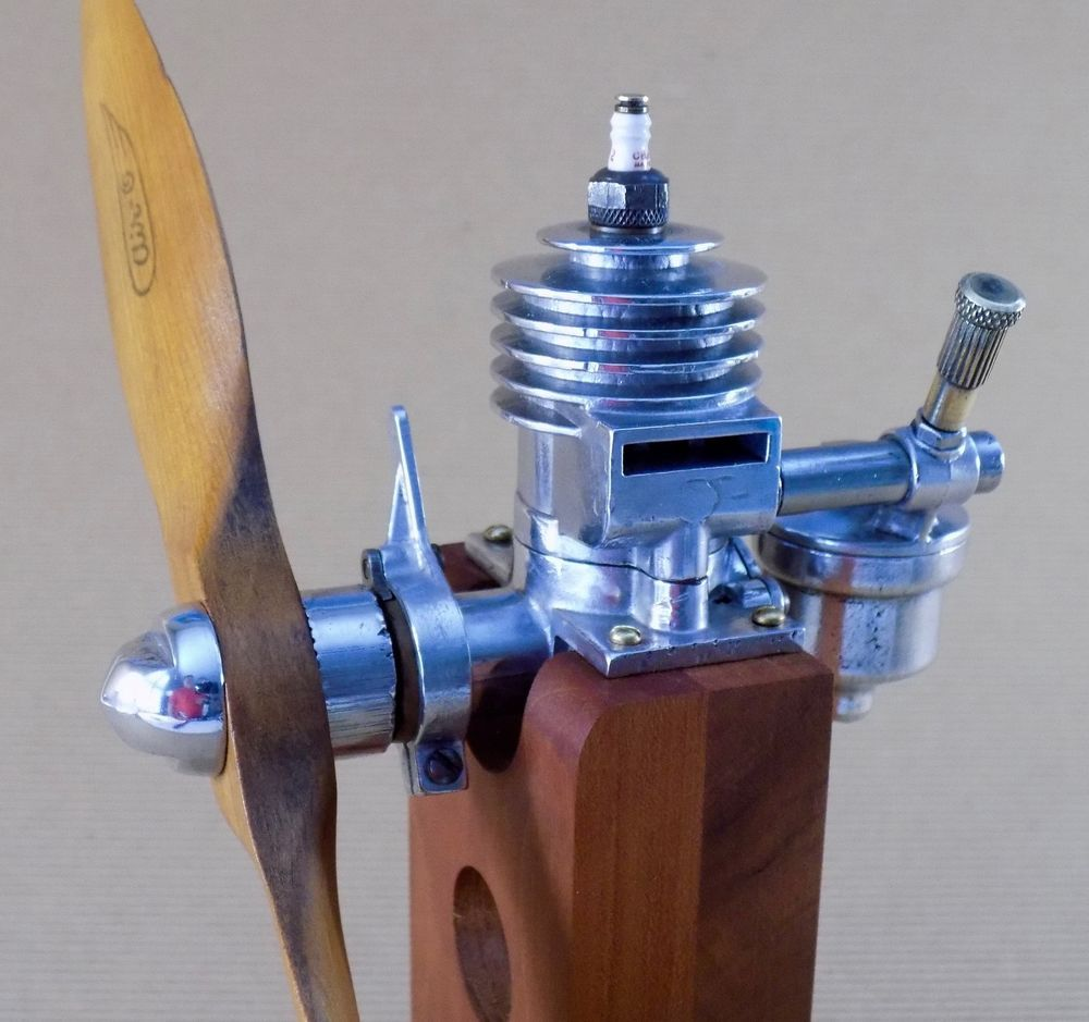 Vintage Synchro Devices B-30 Ignition Model Airplane Engine