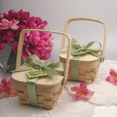 love these little favor baskets