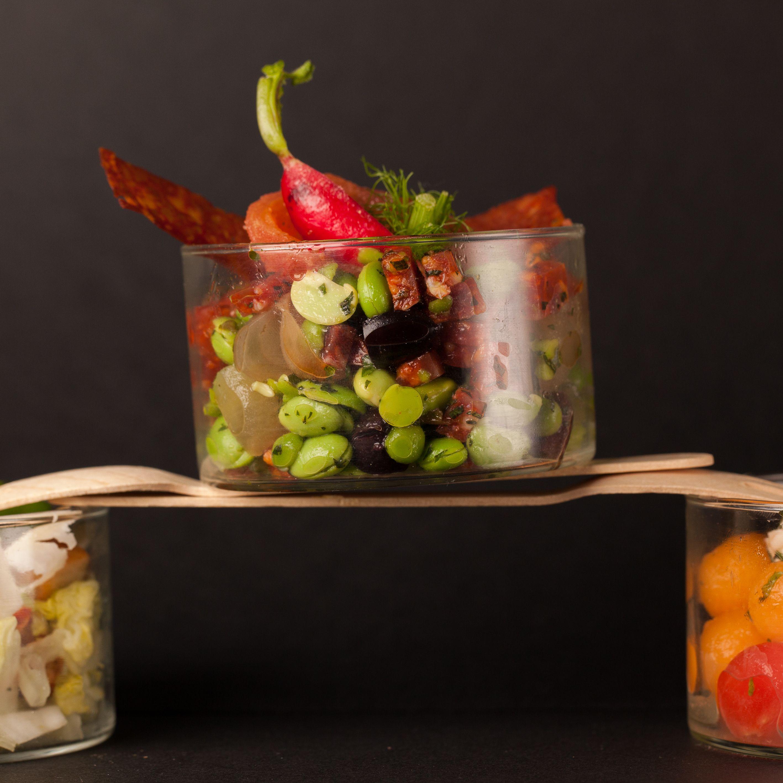Les Bodegas : févettes et petits pois à la menthe, pétales de tomate confite. Credit photo: TRAIT'TENDANCE