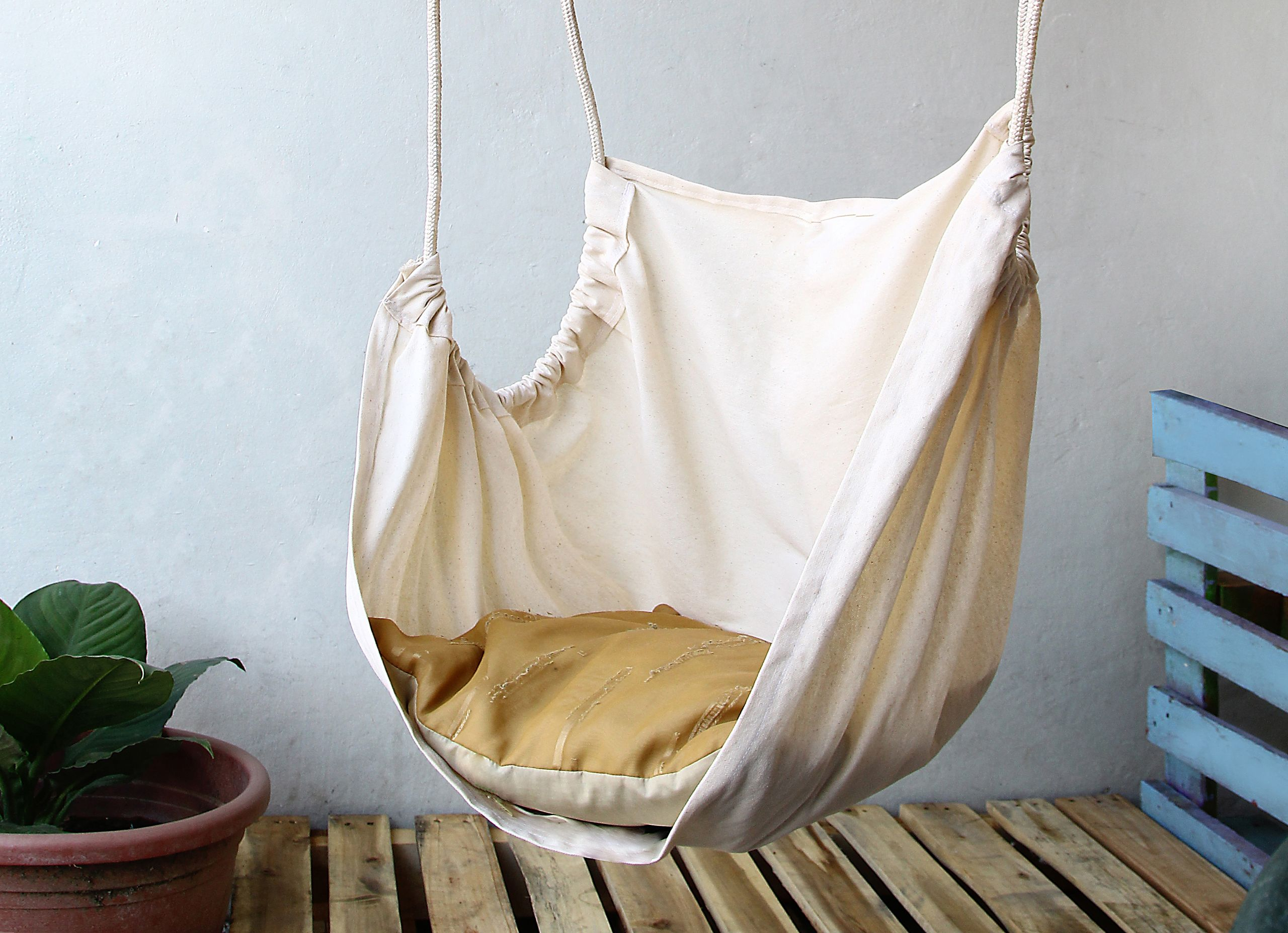 Make a hammock chair diy hammock hammock chair and diy for Diy bedroom hammock
