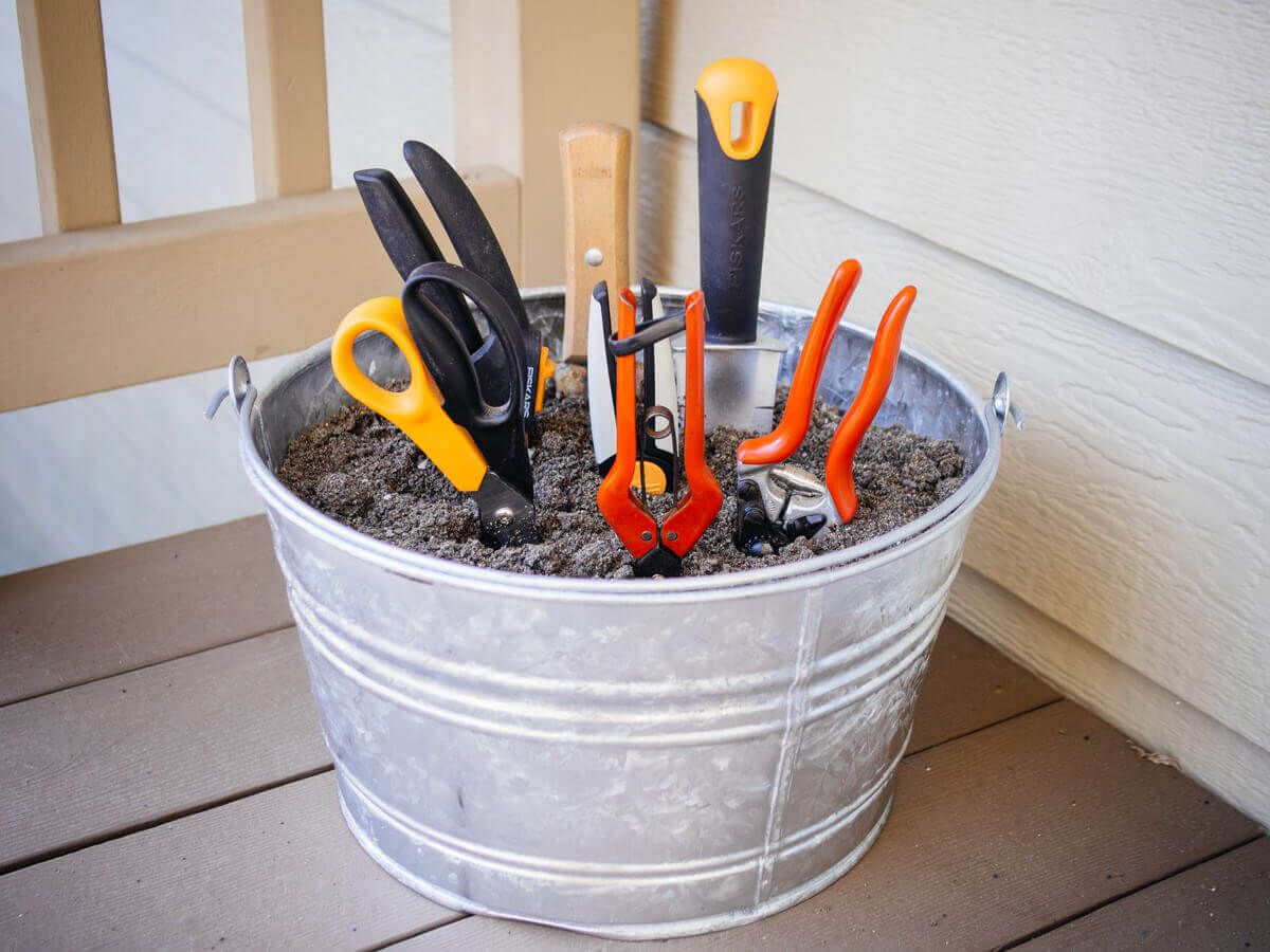 6 Simple Tips for Maintaining Your Gardening Tools | Garden Betty #gardeningtools