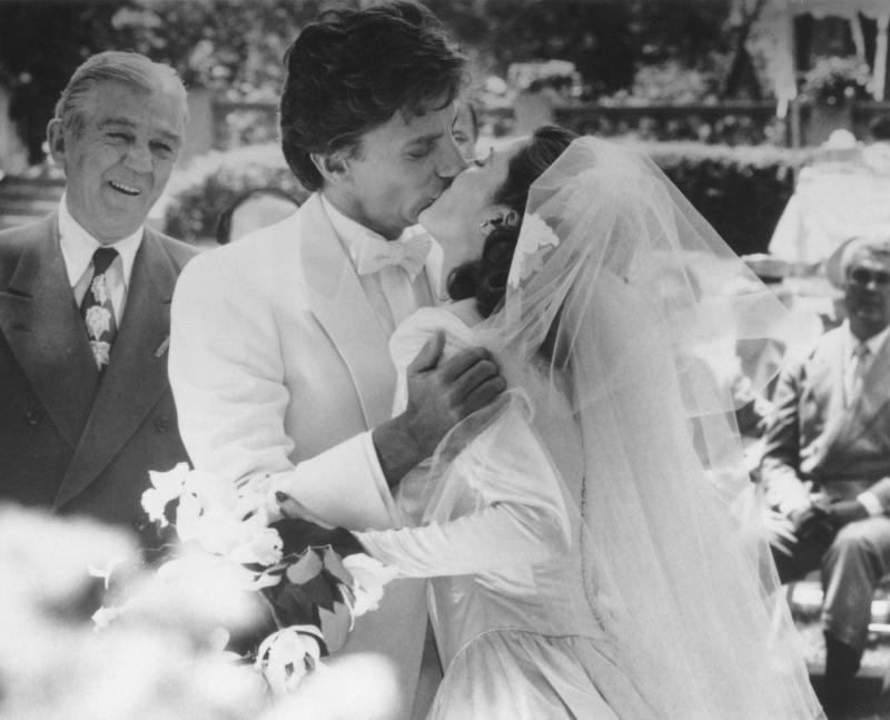 Barry Manilow (Tony Star) kissing Annette O\'Toole (Lola Lamar ...