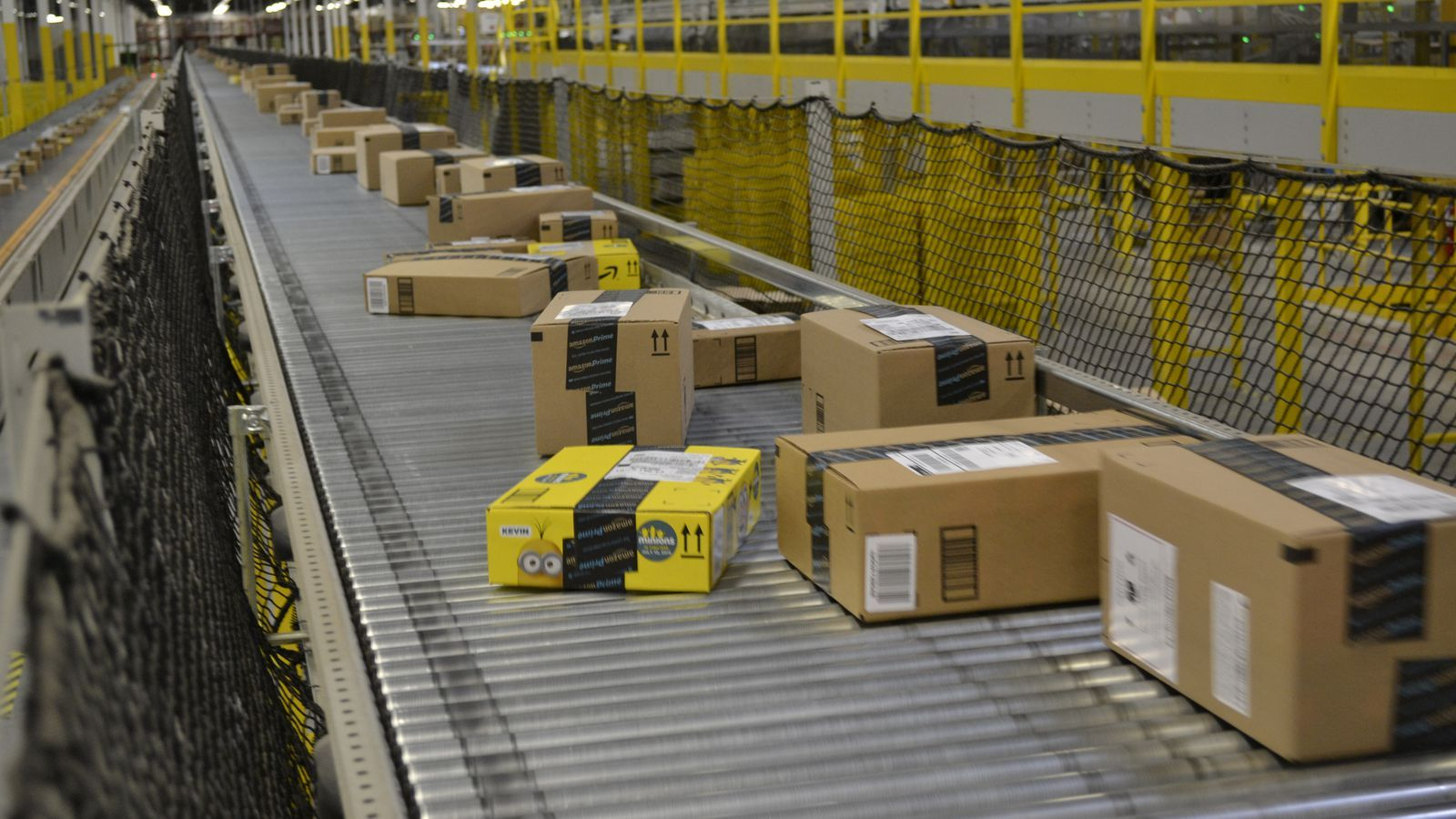 See Inside An Amazon Warehouse In 360 Degrees Singles Day Sales