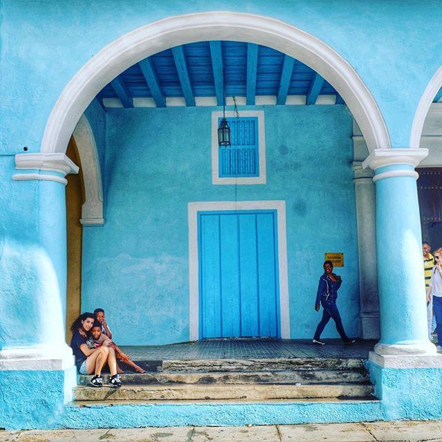 Fusión de culturas #cuba #caribbean #habana #travel #lahabanavieja #loves_habana #total_cuba #estaes_america #windows #travelgram #loves_caribbeansea #ig_cuba #loves_cuba