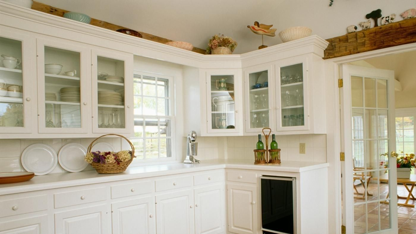What Can You Use to Decorate Above the Kitchen Cabinets? | Perfect ...