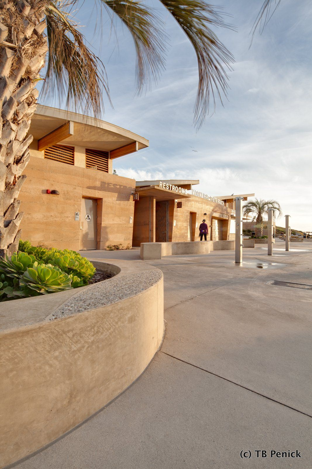 Decorative Concrete Sedimentary Walls Installed By Dcc Member Tb Penick At Moonlight Beach In California Concrete Decor Exterior Decorative House Styles