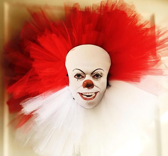 Pennywise The Clown Door Wreath In 2019 Creepy Halloween