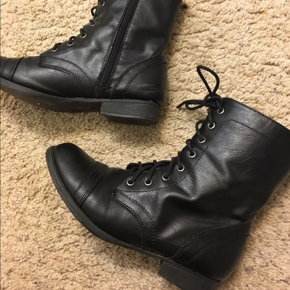 Boots black 5.5 Great condition boots from wet seal 5.5 size Wet seal Shoes Combat & Moto Boots