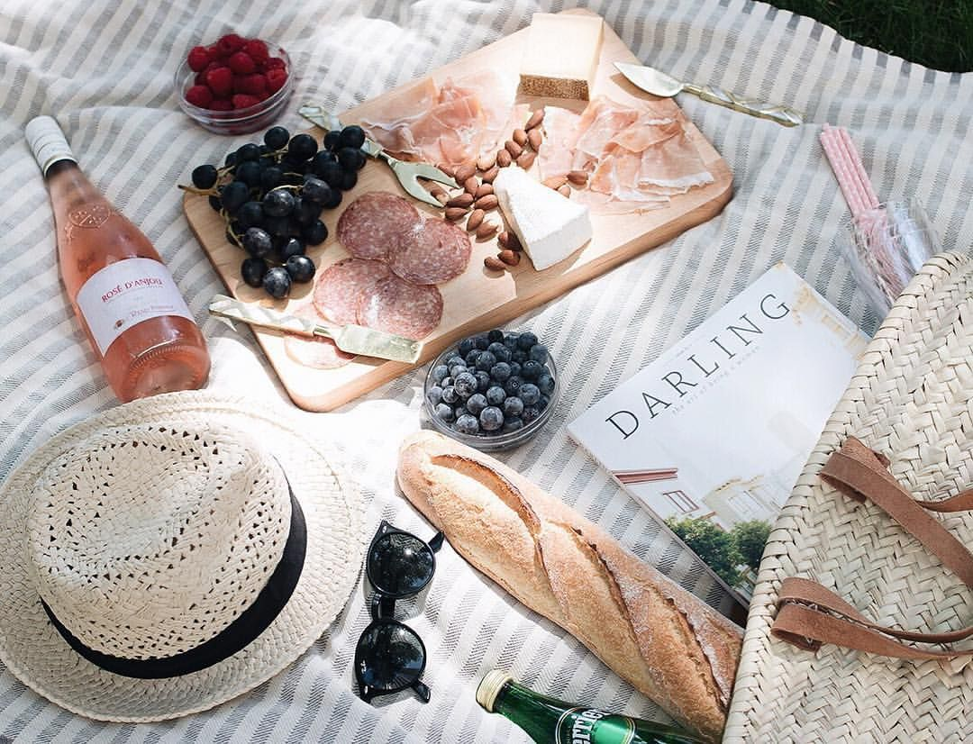 toujoursdramatique:  I had so much fun styling this picnic last week for  Everyday Parisian ( the French lifestyle site that I'm working on with  Tonight we ...