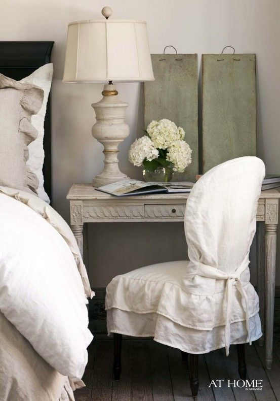 Love the simplicity of this bedside look.