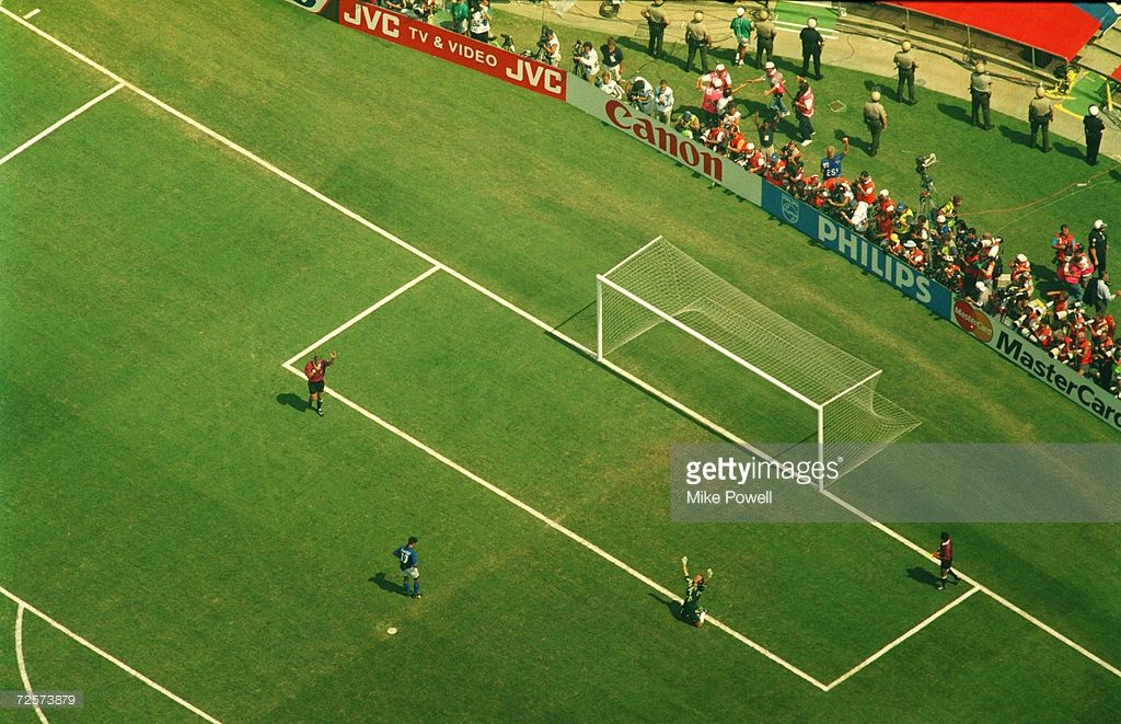 Iconic World Cup Moments Pictures Gallery Roberto Baggio World Cup Sports Photograph