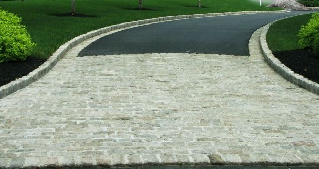 Havens South Designs Example Of Belgian Block Edging And Entryway Apron Asphalt Driveway Driveway Landscaping Driveway