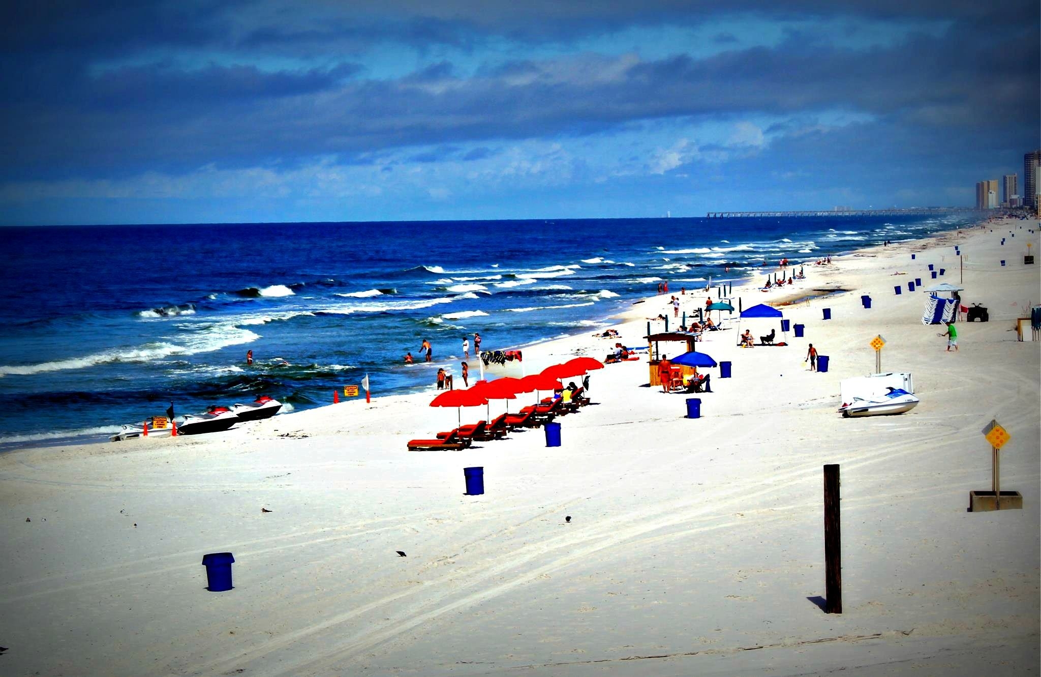 Beach Scene At The Chateau Clean Comfortable And Affordable The Chateau Is Conveniently Located Rig Panama City Panama Panama City Beach Panama City Condos