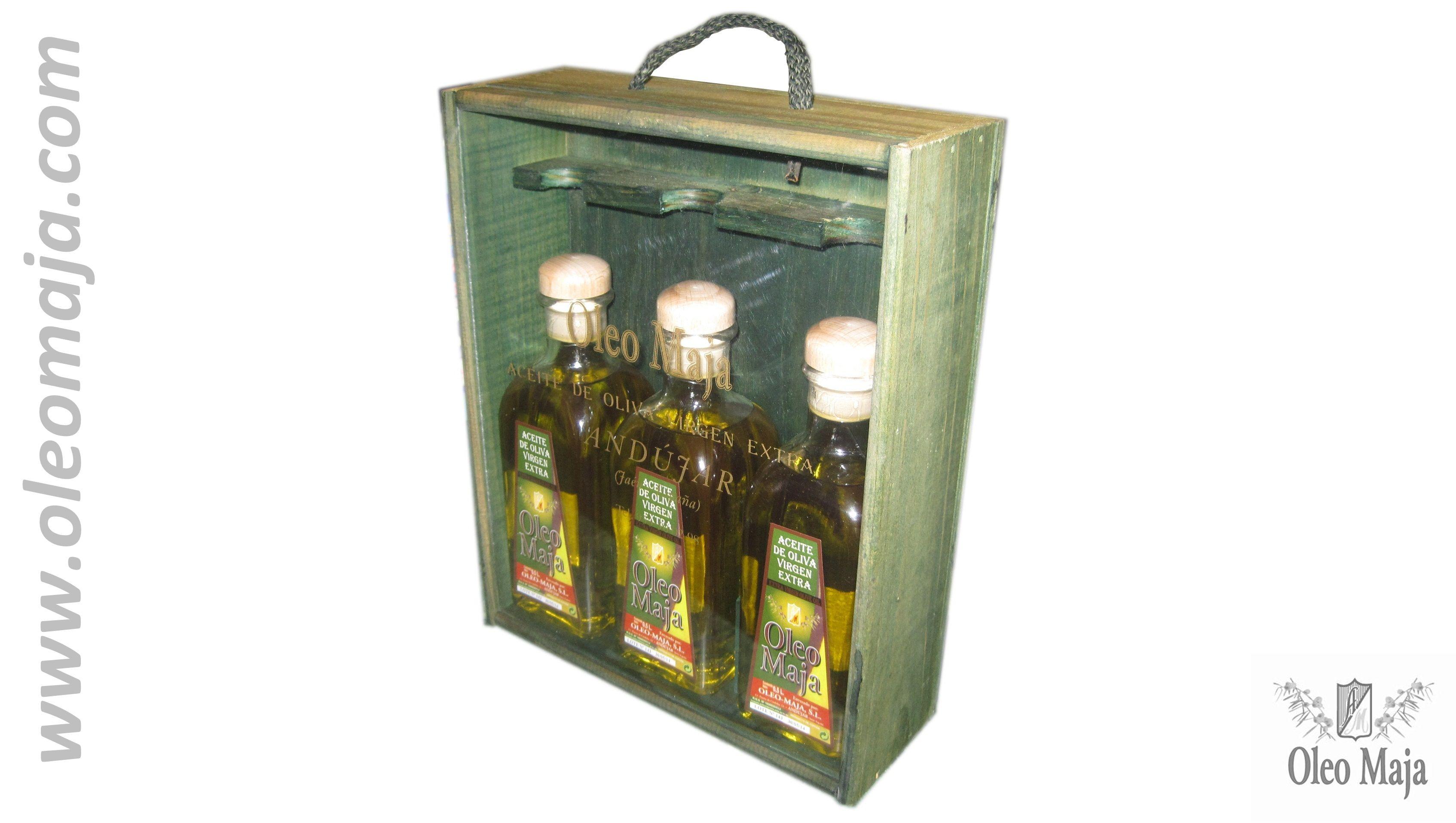 Estuche de madera con tres frascas de cristal.Oleo Maja | Extra Virgin Oil