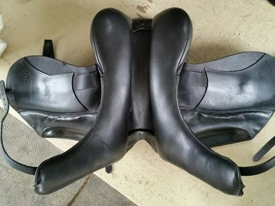 Does your saddle need to be… http://www.proequinegrooms.com/index.php/tips/equipment-and-tack/does-your-saddle-need-flocking-or-adjustment/