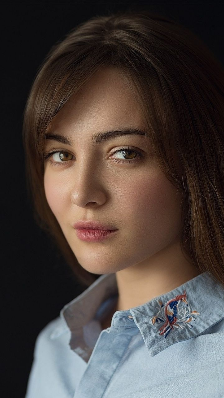 Download 720x1280 wallpaper Stare, portrait, attitude