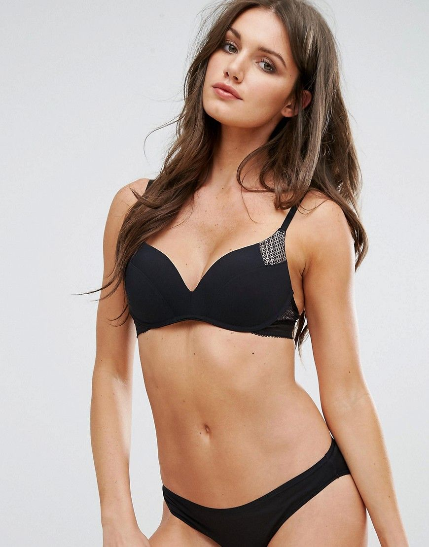 fcdd9002d67f9 Get this Wonderbra's push-up bra now! Click for more details. Worldwide  shipping