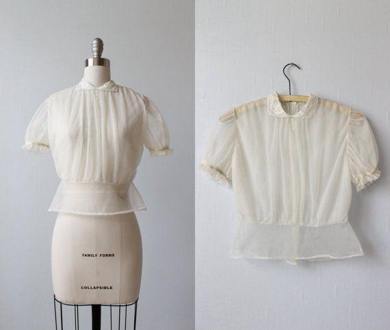 1940s Blouse / 40s Nylon Blouse / Peterpan Collar / Timelessly