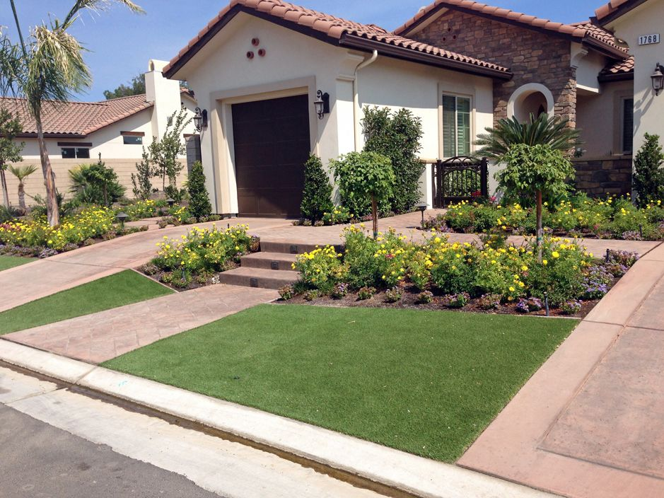 Plastic grass marana arizona landscape ideas small front for Front yard landscape design photos