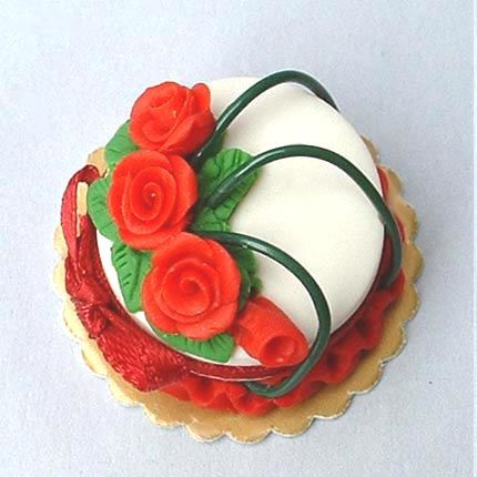 Dollhouse Miniature cake - Red roses by Blue Kitty Miniatures, via Flickr