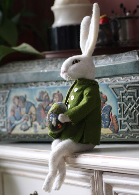 Di Summit's Needle Felted Harvey Rabbit on livingfelt.com blog!