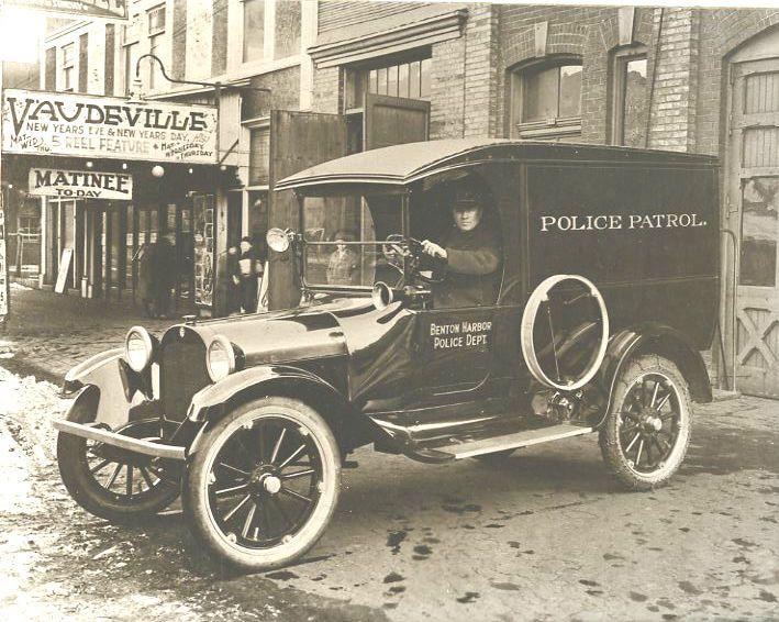 Vintage Police Vehicle 1920 Cop Car Benton Harbor Mi With Images