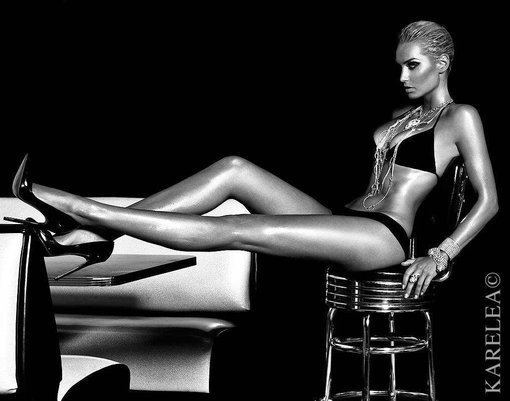 Photobucket Naked Minimalist karelea-mazzola-supermodel-beauty-fashion-39525 photokm