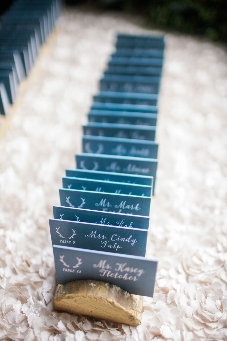 Dark blue Wedding escort cards for winter wedding | fabmood.com