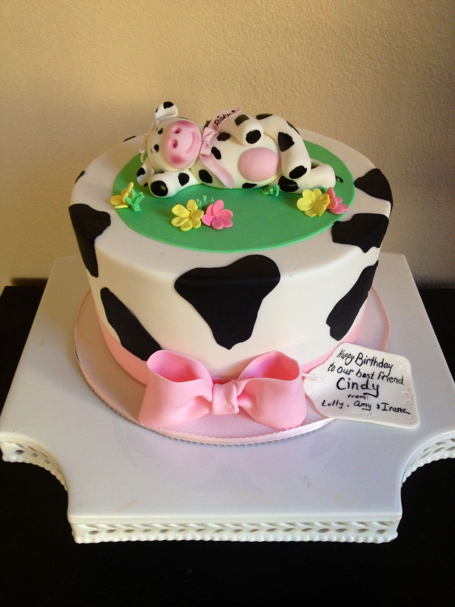 Easy Cow Cake Design : Cute cow cake, fondant cow Isabella s sweet tooth follow ...